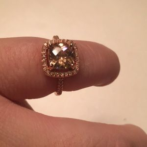 Jewelry - Stunning 18k Rose Gold Ring w/ Swarovski Crystal